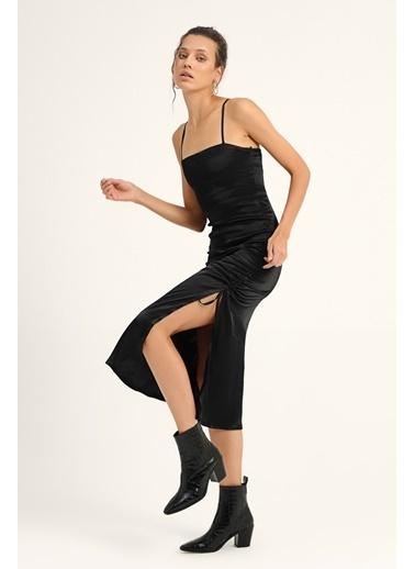 Quzu Çapraz Askılı Büzgülü Elbise  Siyah